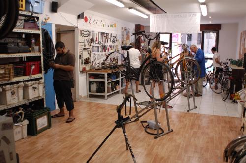 L'atelier du collectif velos en ville -- Bientôt une photo de celui de Choisir !
