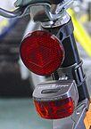 """""""Batteriebeleuchtung-fahrrad"""" von Marcela - vom Autor fotografiert. Lizenziert unter CC BY-SA 3.0 über Wikipedia - https://de.wikipedia.org/wiki/Datei:Batteriebeleuchtung-fahrrad.jpg#/media/File:Batteriebeleuchtung-fahrrad.jpg"""