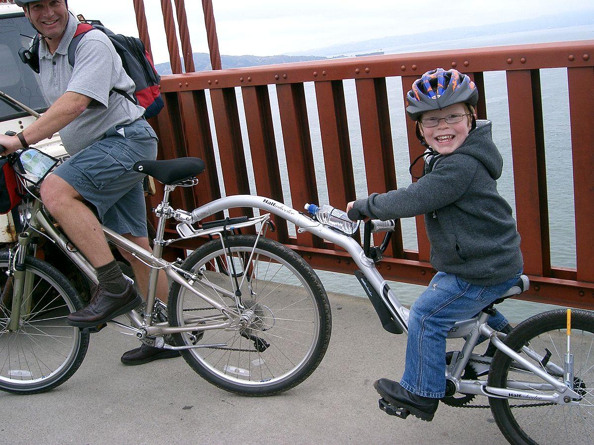vélo enfant / une draisienne / troisième roue