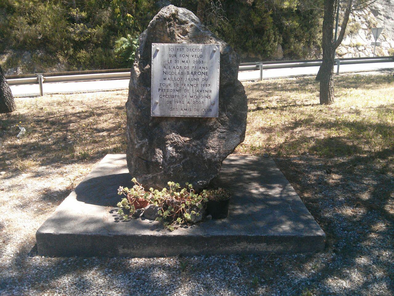 Nicolas Barone est décédé sur cette route le 31 Mai 2003. Une infrastructure sécurisée permettrait d'éviter ce genre de drame à l'avenir.